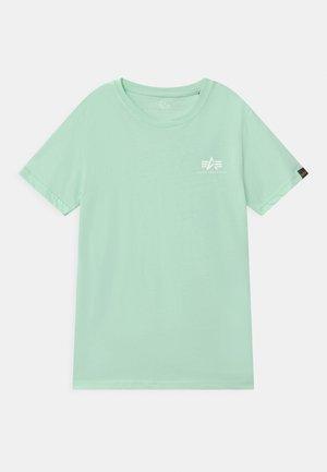 BASIC SMALL LOGO - Basic T-shirt - mint