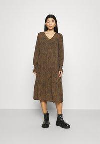 Moss Copenhagen - RIKKELIE DRESS - Day dress - brown - 0