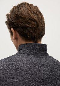 Mango - AUS WOLLE-BAUMWOLL-MIX - Blazer jacket - grau - 5