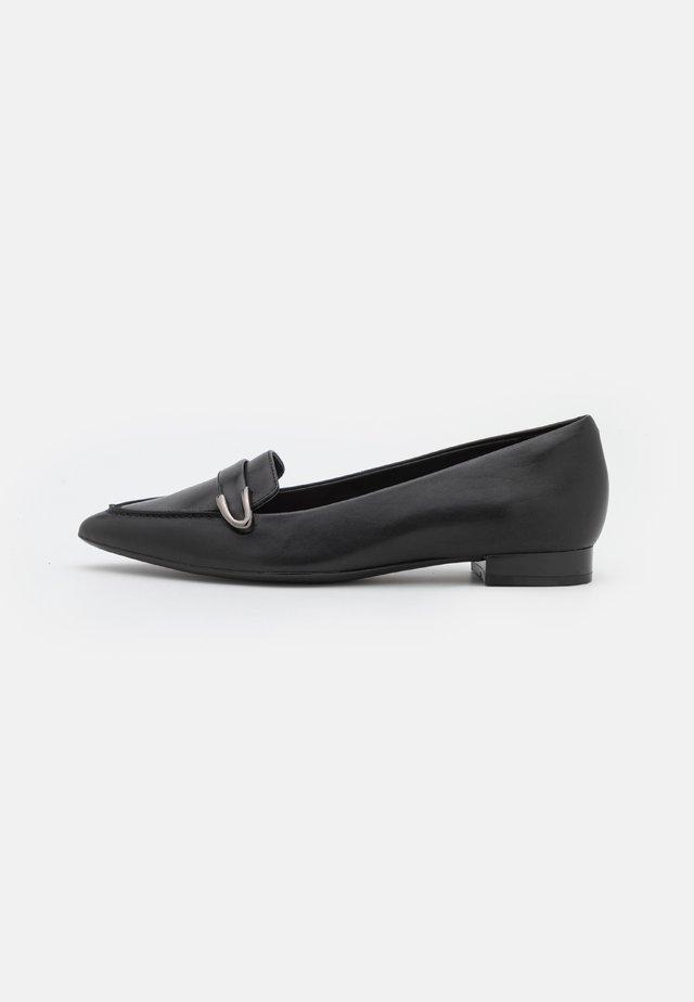 LAINA BUCKLE - Nazouvací boty - black