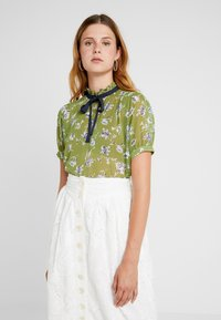 Sister Jane - BUDDING PLEATED BLOUSE SHORT SLEEVE EXCLUSIVE - Camicetta - green - 0