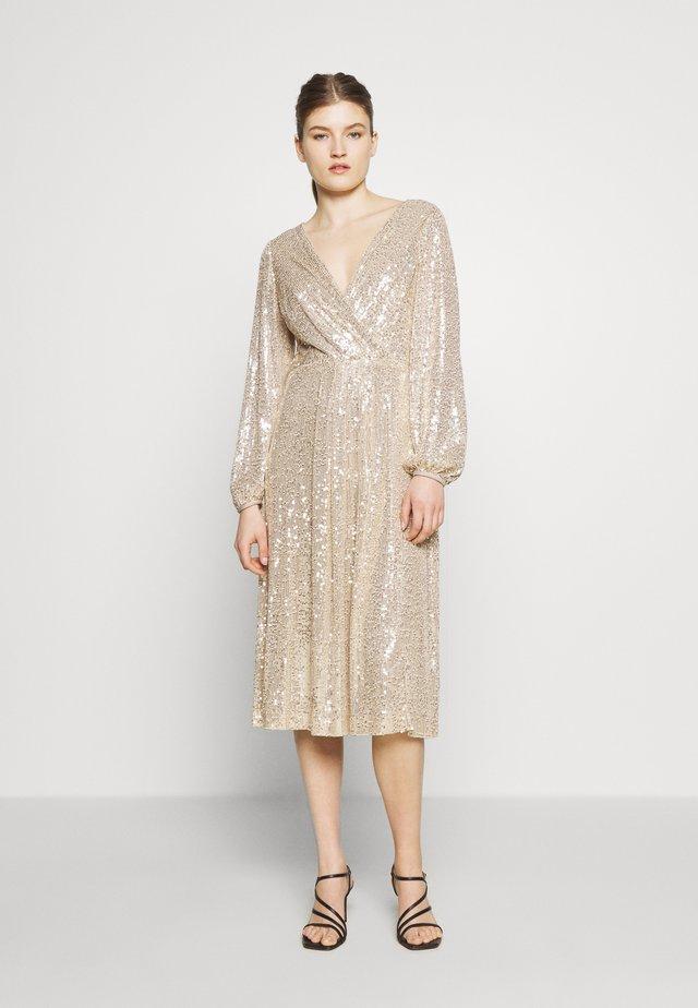 MILLBROOK - Koktejlové šaty/ šaty na párty - gold