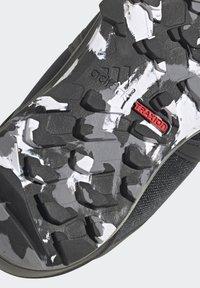 adidas Performance - TERREX BOA MID R.RDY UNISEX - Trekingové boty - core black/ftwr white/grey three - 10