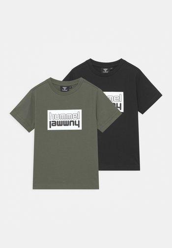 2 PACK UNISEX - Print T-shirt - Black/Thyme