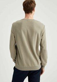 DeFacto - Sweatshirt - khaki - 2