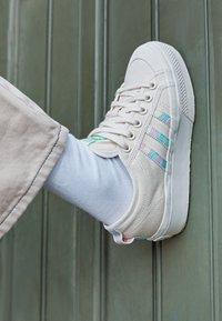 adidas Originals - NIZZA PLATFORM  - Trainers - chalk white/frozen green - 2