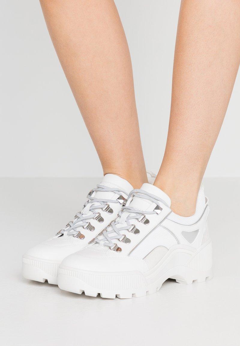 MICHAEL Michael Kors - BROOKE LACE UP - Sneakers - optic white