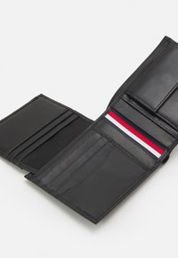 Tommy Hilfiger - DOWNTOWN FLAP AND COIN - Wallet - black - 3