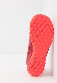 Nike Performance - MERCURIAL JR VAPOR 13 ACADEMY TF UNISEX - Astro turf trainers - laser crimson/black - 5