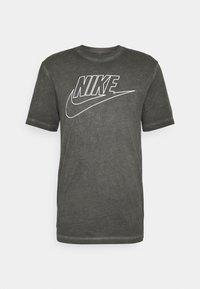 Nike Sportswear - TEE DYE WASH - T-shirt med print - black - 4