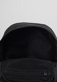 Nike Sportswear - ESSENTIALS UNISEX - Ryggsekk - black/white - 4