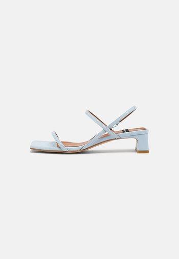 Sandals - celeste