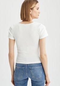 DeFacto - Basic T-shirt - ecru - 2