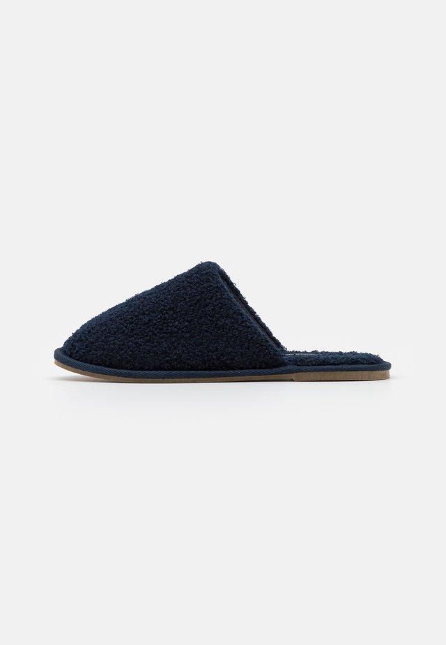 VMIZA SLIPPERS - Slippers - navy blazer