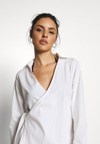 Missguided - WRAP DRESS SWIM COVER UP - Complementos de playa - white - 4