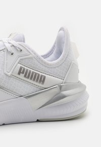Puma - PLATINUM METALLIC - Trainings-/Fitnessschuh - gray violet/white/metallic silver
