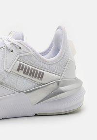 Puma - PLATINUM METALLIC - Zapatillas de entrenamiento - gray violet/white/metallic silver - 5