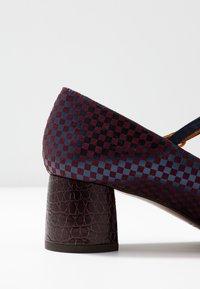 Chie Mihara - TURNOUT - Classic heels - grape/nuit/nilo grape - 2