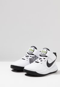 Nike Performance - TEAM HUSTLE 9 UNISEX  - Chaussures de basket - white/black/volt - 3