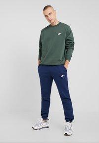 Nike Sportswear - CLUB - Felpa - galactic jade - 1