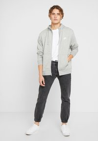 Nike Sportswear - M NSW FZ FT - veste en sweat zippée - grey heather/matte silver/white - 1