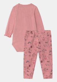 Name it - NBFSOLAJMA SET - Trousers - blush - 1