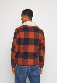 Only & Sons - ONSROSS NEW CHECK JACKET - Light jacket - bombay brown - 2