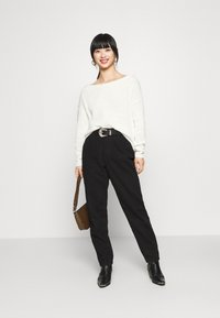 Missguided Petite - OPHELITA OFF SHOULDER JUMPER - Trui - off-white - 1