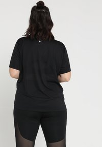 Nike Performance - DRY MILER PLUS - Basic T-shirt - black/reflective silv - 2