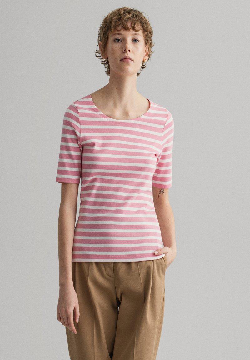 GANT - GANT DAMEN SHIRT KURZARM - Print T-shirt - sea pink