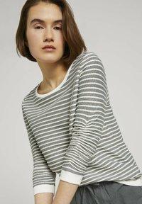TOM TAILOR DENIM - STRIPED - Sweatshirt - green white structured stripe - 3