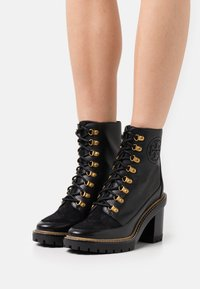 Tory Burch - MILLER BOOTIE - Lace-up ankle boots - perfect black - 0