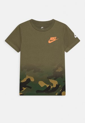 TEXTURED CAMO MIDWAY TEE - Print T-shirt - medium olive