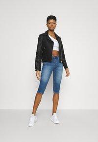 Vero Moda - VMSEVEN  - Denim shorts - medium blue denim - 1