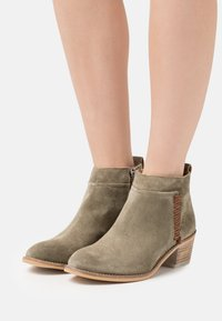 Alpe - NELLY - Ankle boot - army - 0