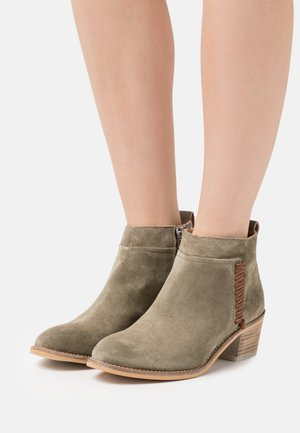 NELLY - Ankle boots - army