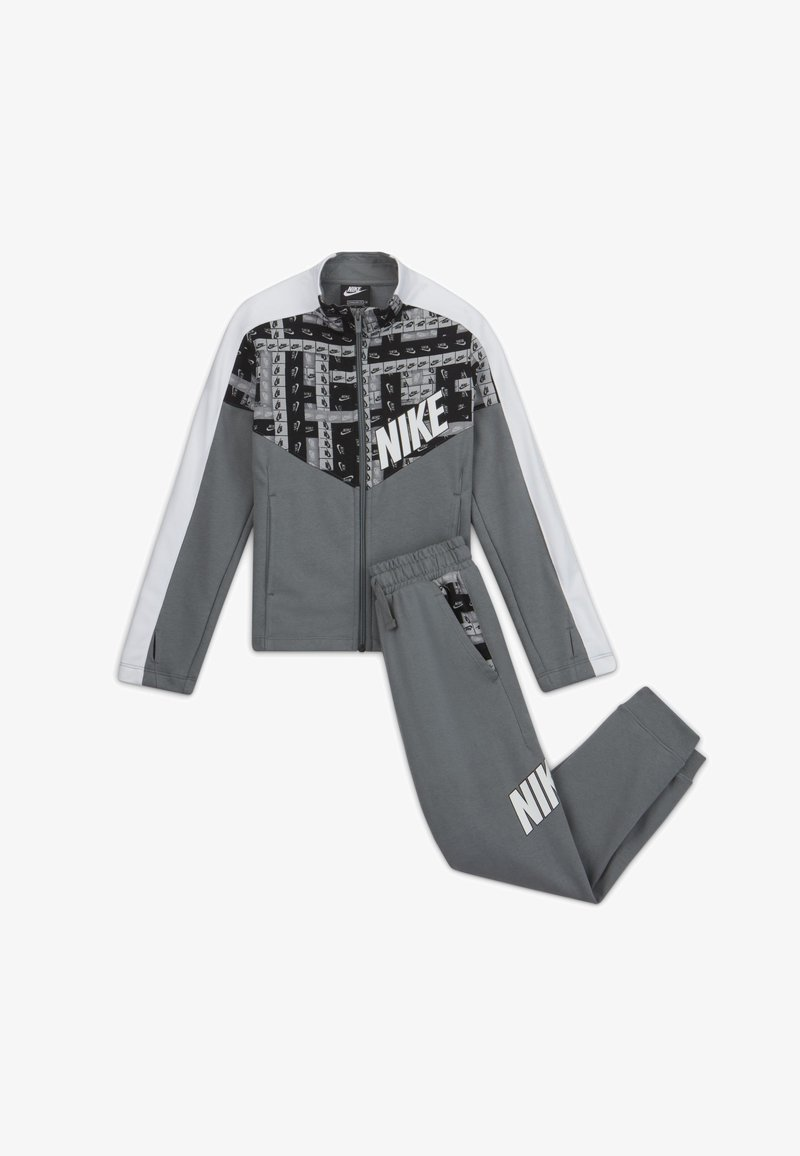Nike Sportswear - TRACKSUIT SET - Chándal - smoke grey/white/smoke grey/white