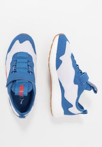 Puma - NRGY NEKO SKIM AC PS - Neutral running shoes - white/high risk red/bright cobalt - 0