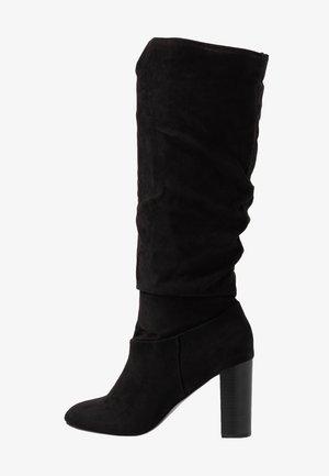 KISS PULL ON BOOT - Boots med høye hæler - black