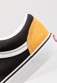 Vans - STYLE 36 - Sneakersy niskie - mango mojito/black - 6