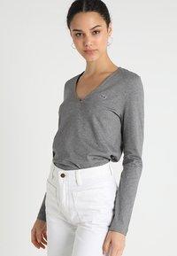 Lacoste - V-NECK - Långärmad tröja - stone chine - 0