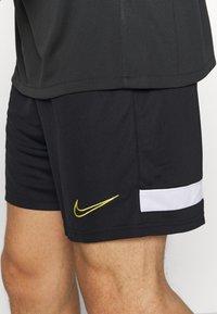 Nike Performance - SHORT - kurze Sporthose - black/white/saturn gold - 4