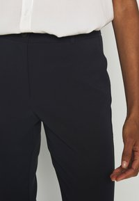 Tommy Hilfiger - BISTRETCH POLY SLIM  - Trousers - desert sky - 4