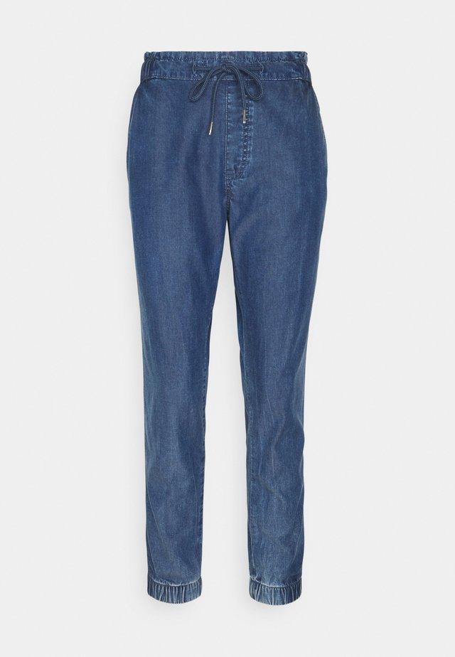 JOGGER - Pantaloni - blue medium wash
