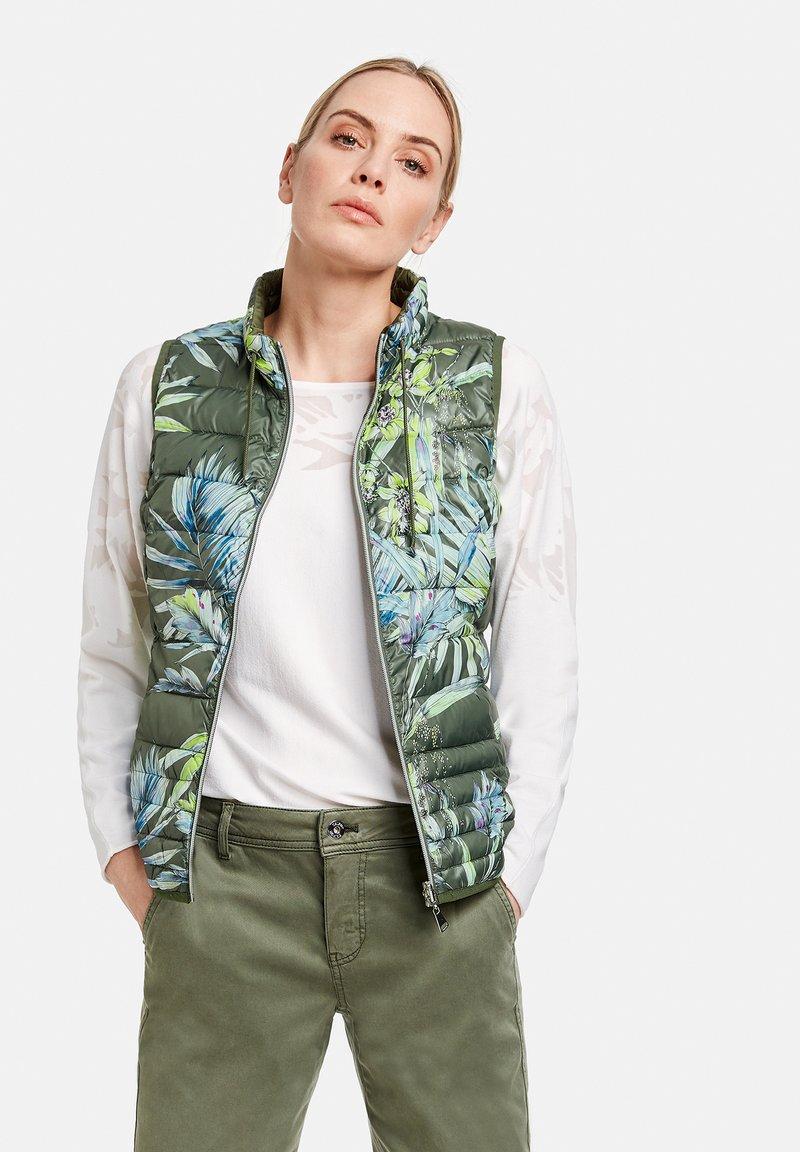 Taifun - Waistcoat - botanical green gemustert