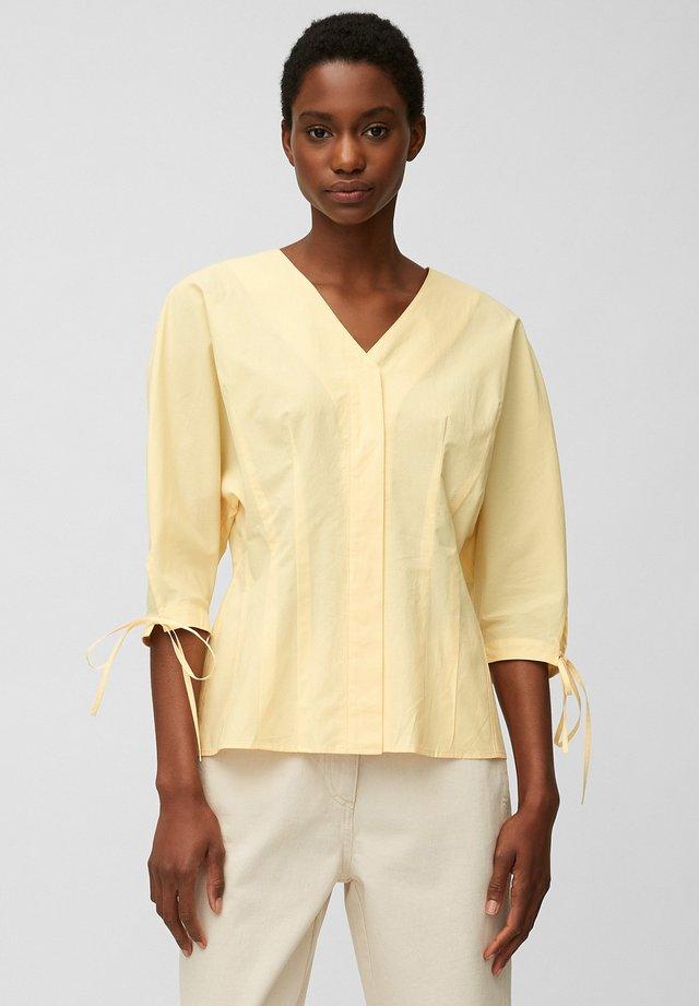 BLOUSE FITTED BODY - Bluzka z długim rękawem - sand yellows