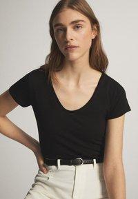 Massimo Dutti - Basic T-shirt - black - 9