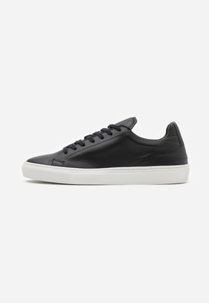 GRADUATE  - Trainers - nappa vegetal black