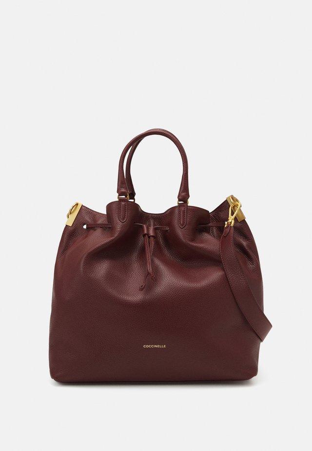 GABRIELLE BUCKET - Shopping Bag - marsala