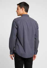 TOM TAILOR - RAY MINI PRINT REGULAR FIT - Skjorta - navy/red/blue - 2